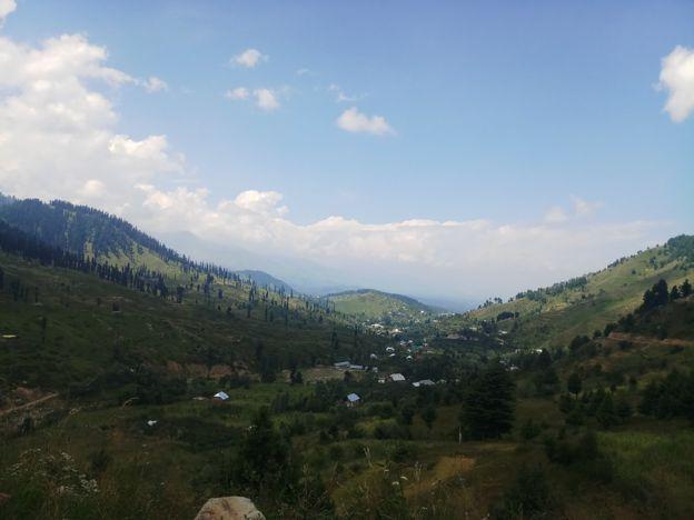भारतको कश्मीरमा पर्ने यो गाउँमा किन जाँदैनन् भारतीय सुरक्षाकर्मी?