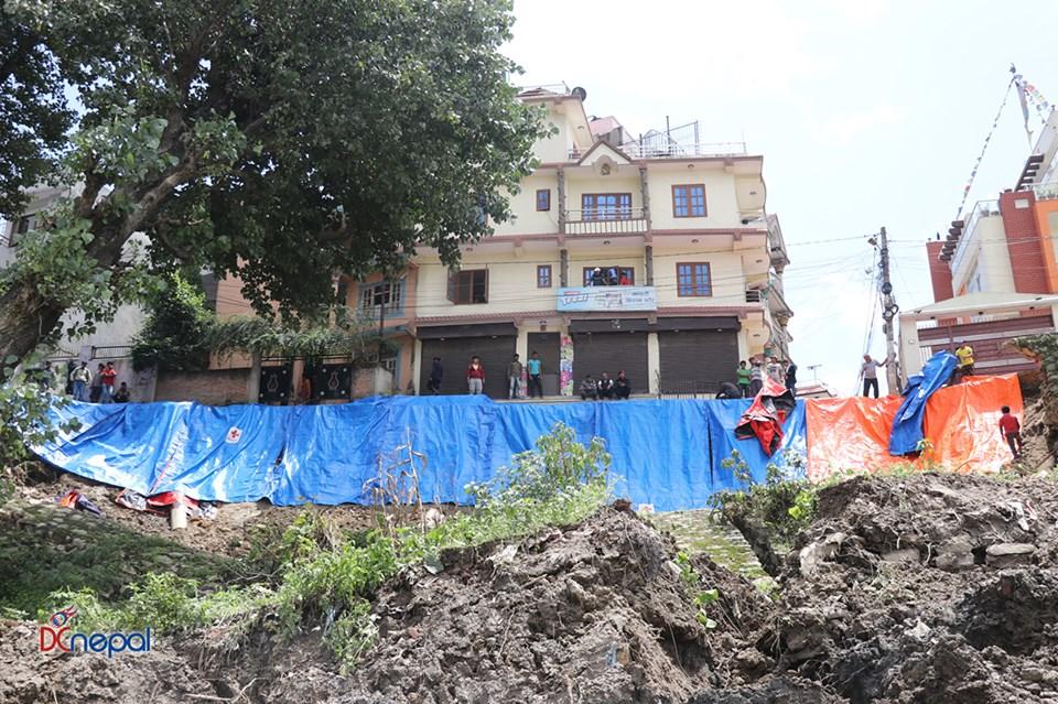 केयूकेएलले ५ लाख लिटरको ट्याँकी खन्दा भक्तपुरमा पहिरो (फोटोफिचर)