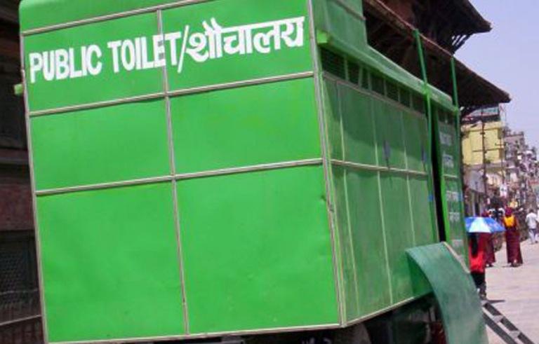 ग्यारेजमा थन्किए नेपालगञ्जका घुम्ती शौचालय