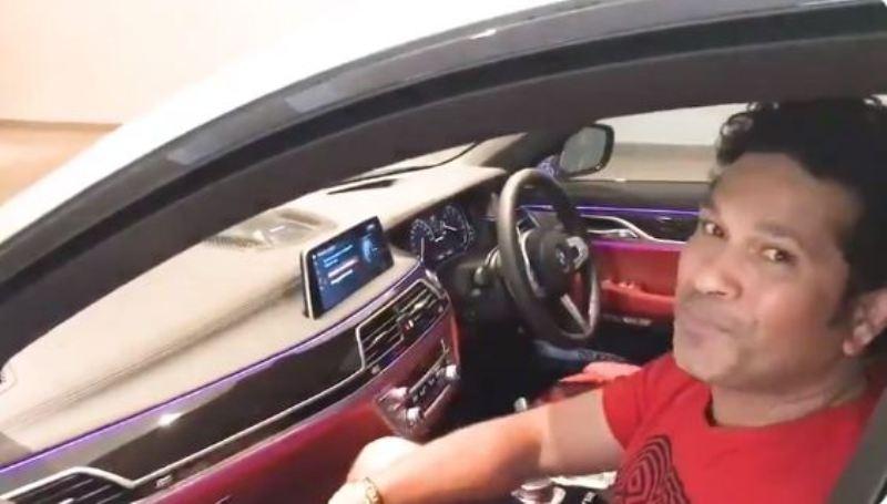 सचिन तेल्दुलकरको कार विना ड्राइभर स्टार्ट र पार्किंग भएपछि…. (भिडियो)