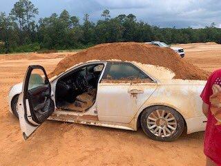रिसको झोंकमा प्रेमिका चढेको कार डोजर लगाएर पुरिदिएपछि…