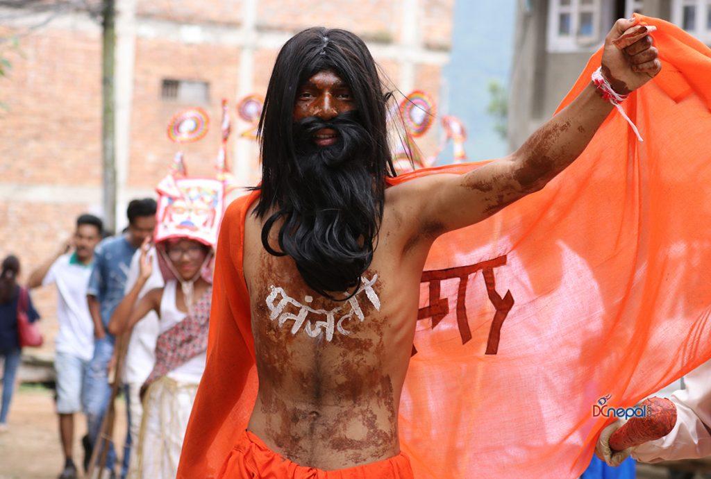 कीर्तिपुरमा गाईजात्रा रौनकः जुद्ध शमशेरदेखि रामदेवको उपस्थिती, हेर्नुहोस् १३ तस्विर