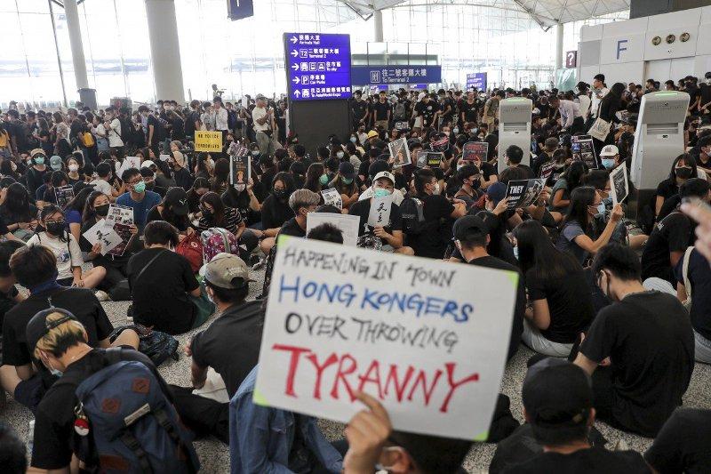 हङ्कङमा एघारौँ हप्ता पनि प्रदर्शन जारी, चीनले प्रत्यक्ष हस्तक्षेप गर्न सक्ने आशङ्का