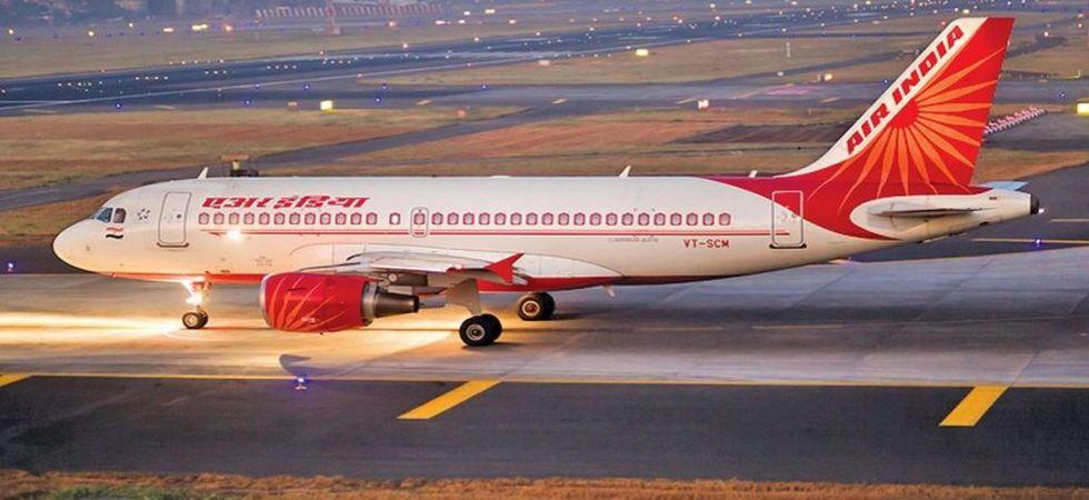 एयर इण्डियाको विमान ल्याण्ड गर्ने बेला रनवेमा आवारा कुकुरहरु दौडिएपछि…