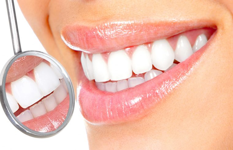 दाँत चम्काउन चाहनुहुन्छ ? यी ७ घरेलु उपाय अप्नाउनुहोस्