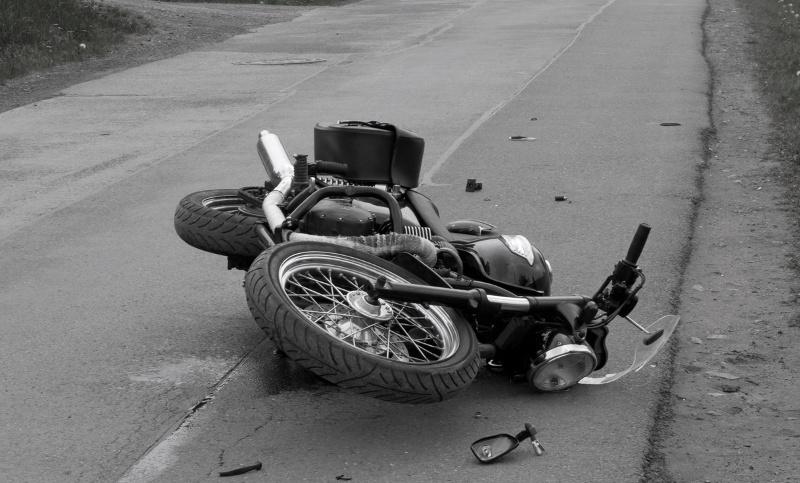 ट्रकको ठक्करबाट मोटरसाइकलमा सवार एक जनाको मृत्यु, २ गम्भीर घाईते