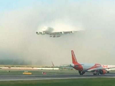 रहस्यमय ढंगले विमानस्थलमा प्रवेश गर्छ यो हवाई जहाज, विश्वास गर्नै गाह्रो (भिडियो)