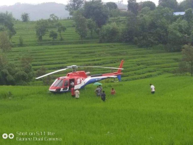 रोकिएका हेलिकप्टर एक पर्यटकको सोलुखुम्बुमै मृत्यु भएपछि ७ जना बिरामी बोकेर आएका थिए