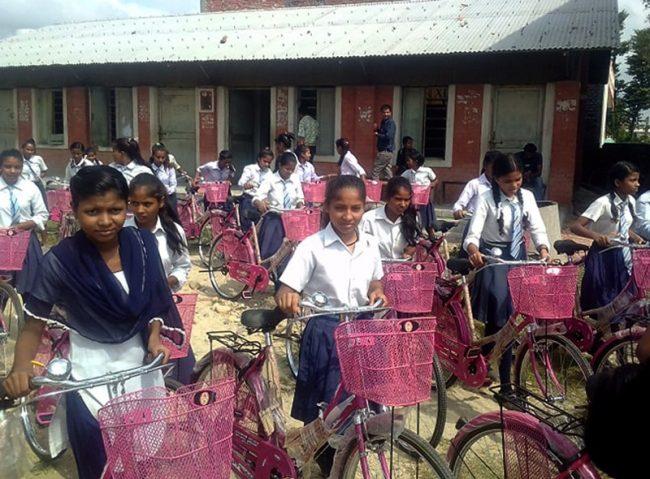 एक सय आठ छात्रालाई साइकल वितरण