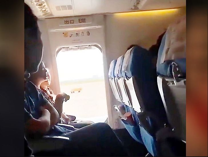 सास फेर्न गाह्रो भएको भन्दै महिलाले विमानको इमरजेन्सी गेट खोलिदिएपछि…