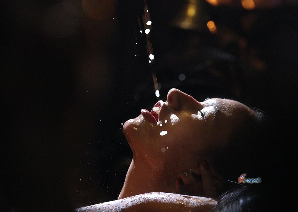 श्वेत भैरवको मुखबाट निस्केको प्रसाद खान महिलाहरुको भीड (फोटोफिचर)