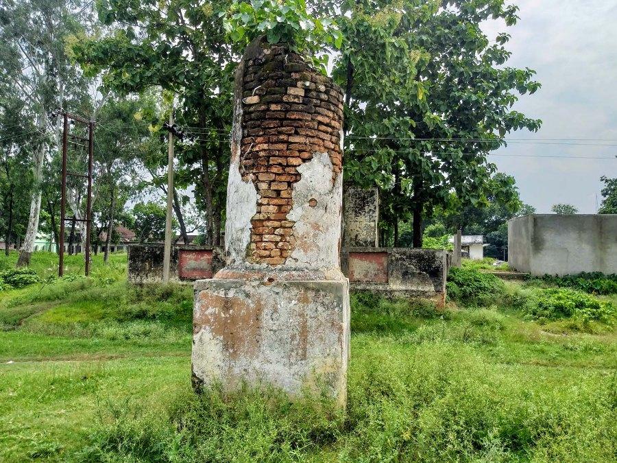 नेपाल भारत सिमाना दसगजा कृष्णनगरको जीर्ण सीमास्तम्भ