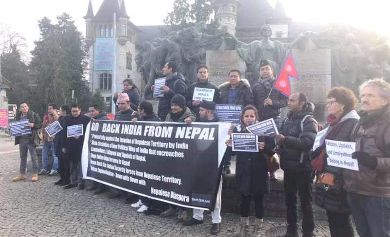 स्विट्जरल्याण्डको भारतीय दूतावास अगाडि लाग्यो 'गो ब्याक इन्डिया'को नारा