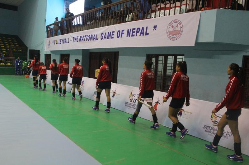 नेपाल र बंगलादेश महिला भलिबल शुरु हुँदै, खेलाडी मैदानमा