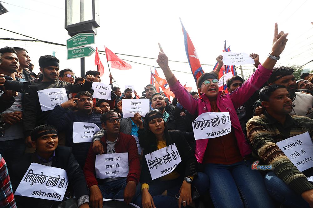 भारतीय दूतावास अगाडि अनेरास्ववियूको 'गो ब्याक इन्डिया' घन्किएपछि…
