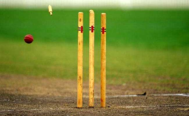 ९० रनमा गयाे २० विकेट, एकै बलरले लिए १५ विकेट, १४ ब्याट्सम्यानलाई गरे बोल्ड