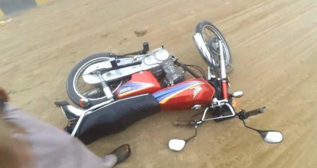 मोटरसाइकल बिजुलीको पोलमा ठोकिँदा चालकको मृत्यु