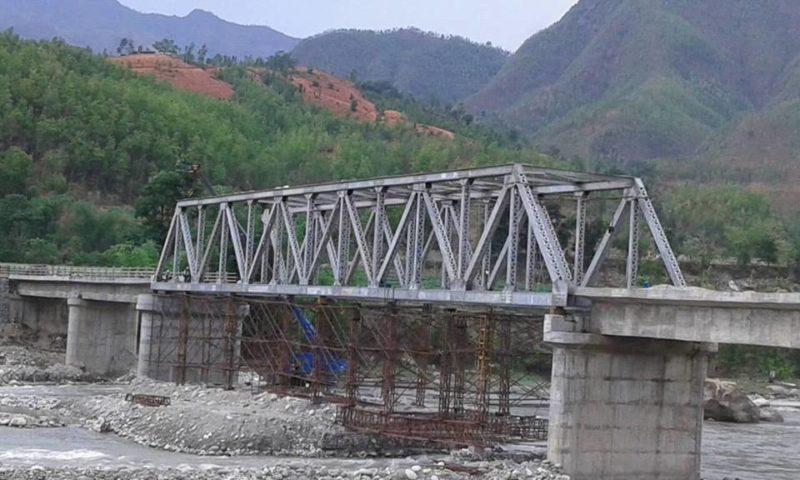 मर्स्याङ्दी गाउँपालिकामा अस्थायी मोटरेबल पुल निर्माण