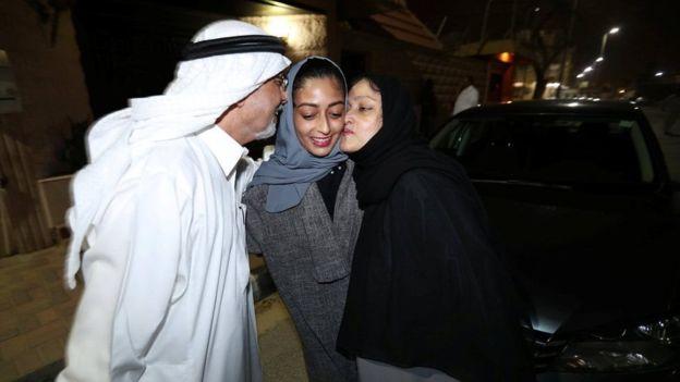 साउदी रेस्टुराँमा अब महिला र पुरुष एउटै ढोकाबाट छिर्न पाउने
