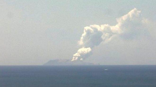 न्यूजील्यान्डमा ज्वालामुखी विस्फोट, कैयौँ मानिस 'सम्पर्कविहीन'