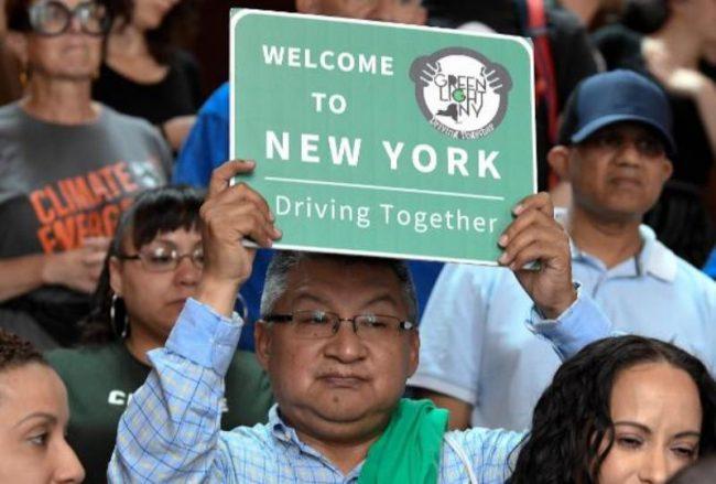 अमेरिकाको न्यूयोर्कमा कागजपत्रविहीन आप्रावासीलाई 'ड्राइभिङ लाइसेन्स' र स्टेट आइडी'
