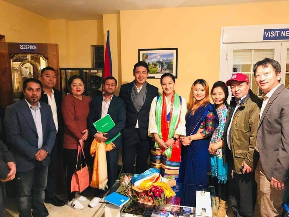 स्पेनको नेपाली दूतावासमा एनआरएनएको हेल्प डेस्क स्थापना