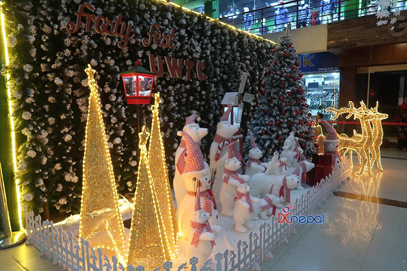 २१ तस्बिरमा हेर्नुहोस् काठमाडौँमा क्रिसमसको रौनक