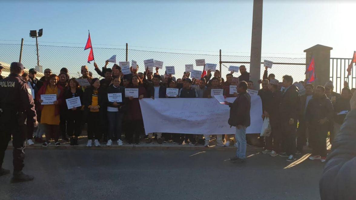 पोर्तुगलस्थित भारतीय दूतावास अगाडि नेपालीहरुको प्रदर्शन