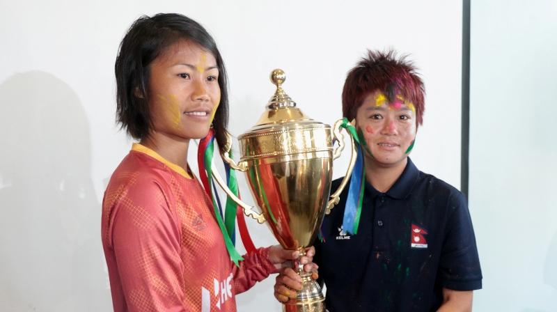 नेपाली महिला खेलाडीद्वय थापा र लिम्बूद्वारा अन्तर्राष्ट्रिय फुटबलबाट सन्यासको घोषणा