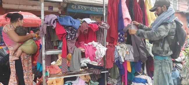 मुग्लिनमा निःशुल्क कपडा वितरण केन्द्र सञ्चालन