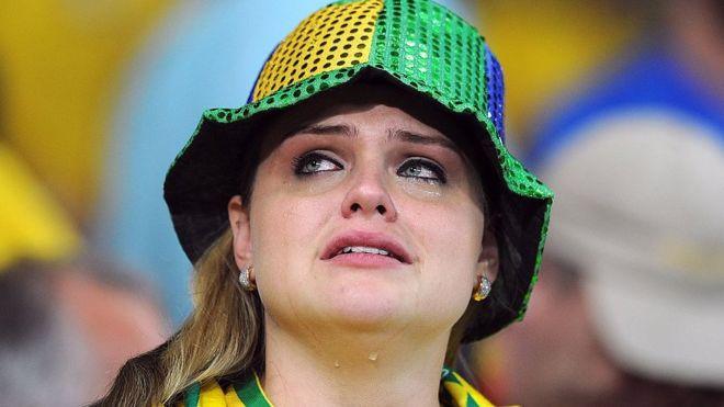 फुटबल समर्थकहरूलाई खेल भइरहेका बेला खतरनाक तनाव हुने