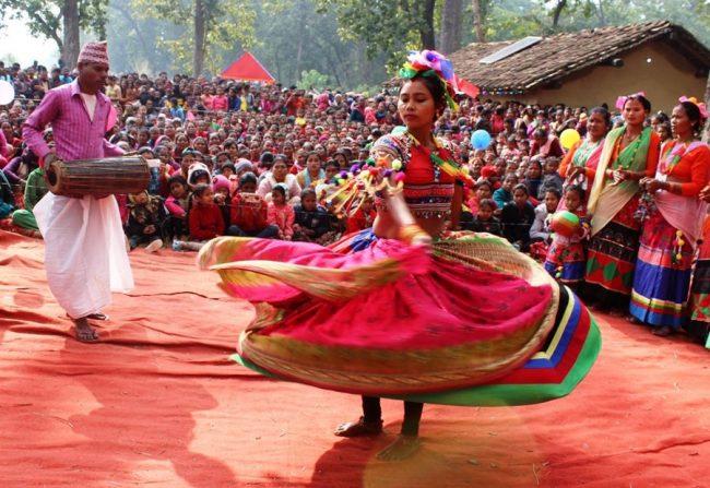 शुक्लाफाँटामा झुम्रा नृत्य प्रदर्शन