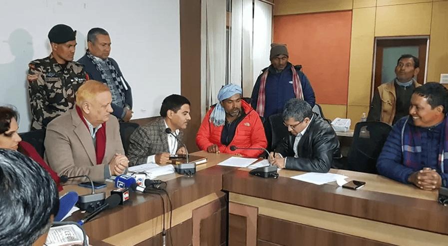 सरकार र उखु किसानबीच ५ बुँदे सहमति, किसानको आन्दोलन फिर्ता