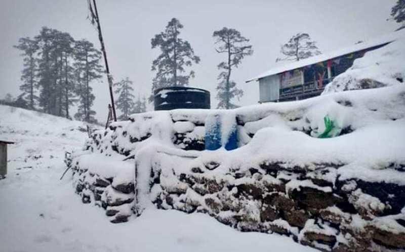 हिमपातले डडेलधुराको टेलिफोन र बिजुली अवरुद्ध