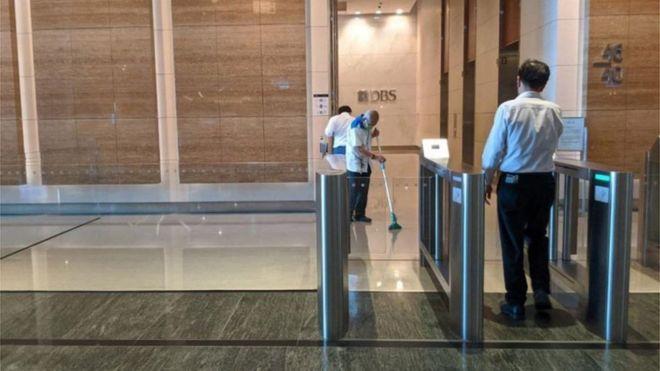 कोरोनाभाइरस संक्रमित कर्मचारी भेट्टिएपछि बैंक खाली, कर्मचारीलाई बिदा