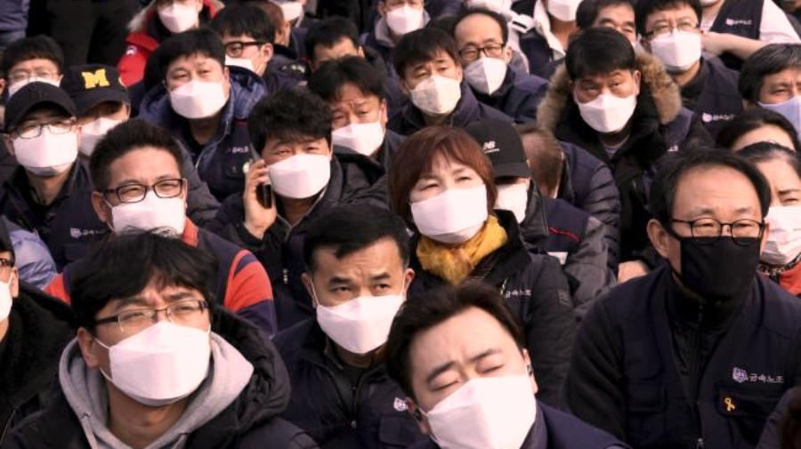 चीनमा कोरोनाको संक्रमण घट्दै, सोमबार ९८ जनाको मृत्यु, ७४ हजार बढी संक्रमित