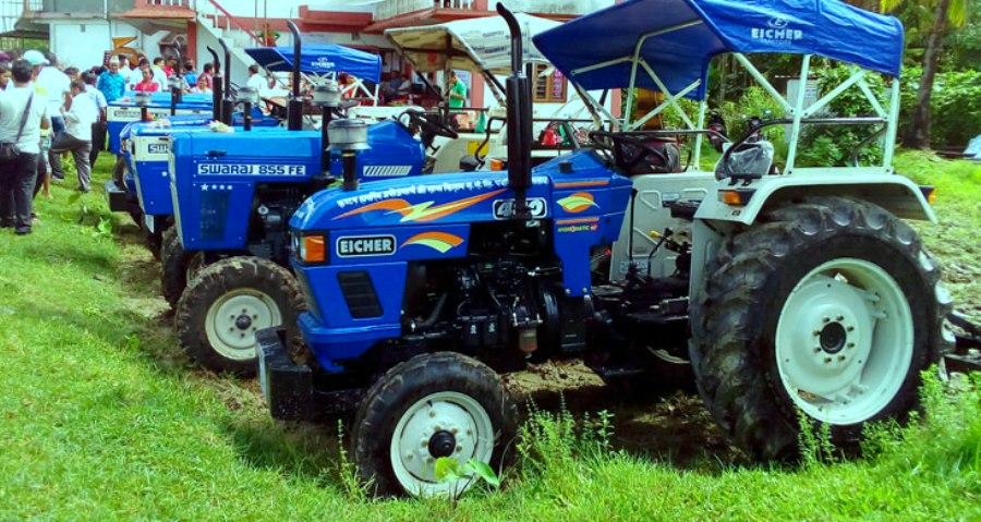 किसानलाई ट्रक, ट्याक्टर र पिकअप गाडी वितरण गर्दै वाग्मती प्रदेश सरकार