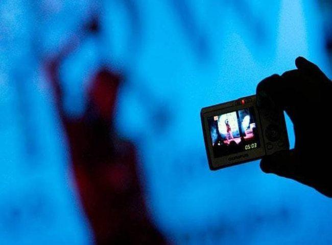 इन्टरनेटमा ब्लु फिल्म हेर्दै थिए, भिडियोमा आफ्नै श्रीमतीलाई देखेपछि…
