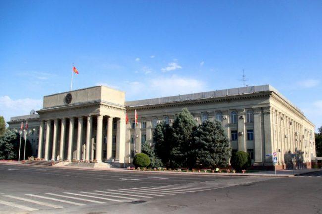 किर्गिज सरकारका नयाँ सदस्यहरुद्वारा संसदमा शपग्रहण