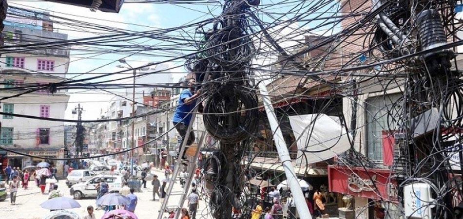 तारको गुजुल्टोबाट मुक्ति पाउँदै काठमाडौँ, विद्युतीय तार भूमिगत गरिँदै