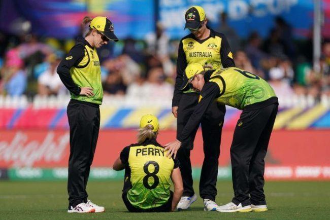 अष्ट्रेलियाकी क्रिकेट सुन्दरी ६ महिना मैदान बाहिर