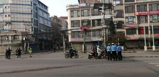 नेपाल 'लकडाउन' मा जनताकाे साथ (फाेटाेफिचर)