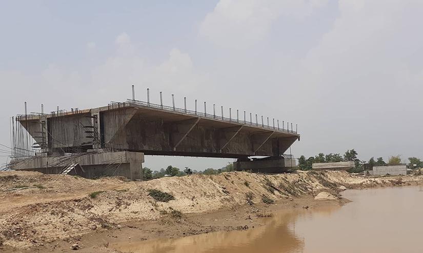 दशवर्षमा पनि बनेनन् कर्णाली राजमार्गका १३ पुल