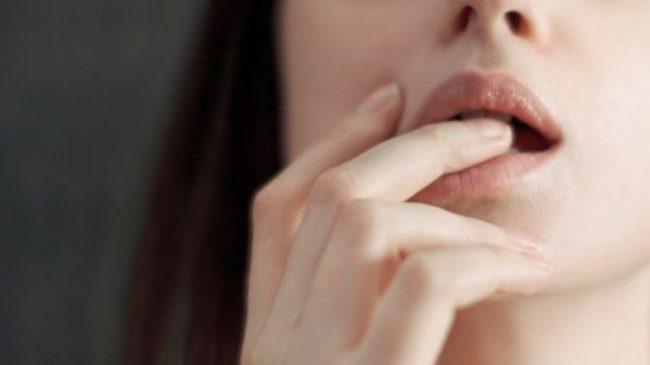 कोरोनाभाइरस: मानिसहरू अनुहार नछोईकन किन बस्न सक्दैनन् ?