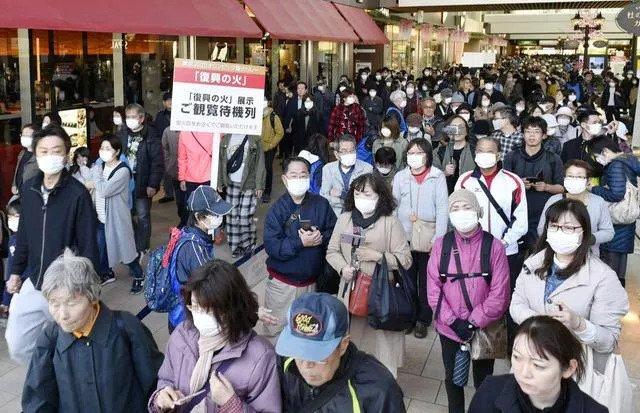 कोरोनाको त्राससँगै जापानमा जम्मा भयो हजारौंको भीड (फोटो फिचर)