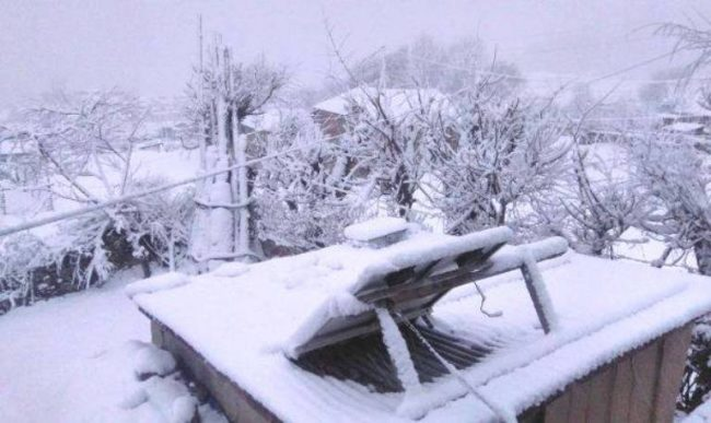 हिमपात हुदाँ जनजीवन कष्टकर, किसान खुशी