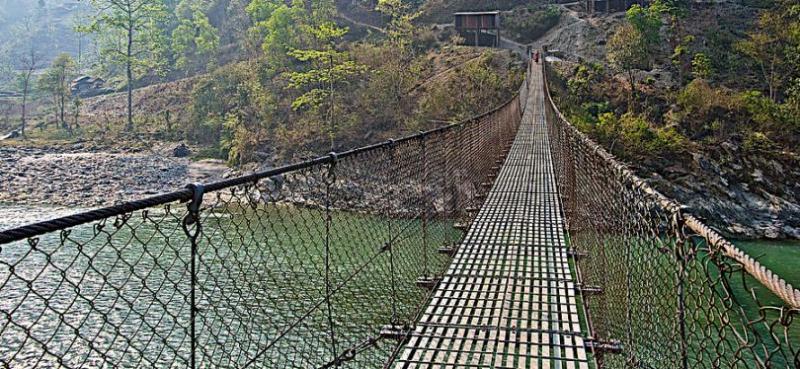 दुर्गम क्षेत्रमा झोलुङ्गे पुल बन्ने भएपछि स्थानीयवासी खुसी