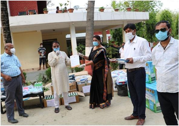 नेपाल भारत महिला मैत्री समाजद्वारा स्वास्थ्य सामग्री हस्तान्तरण