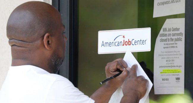 कोरोनाभाइरसका कारण अमेरिकाको अर्थतन्त्रमा ठूलो धक्का, एक महिनामै ७ लाख बेरोजगार