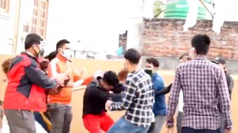काठमाडौमा रहेका हुम्लाबासीको कोरोना परीक्षण गराउने क्रममा झडप